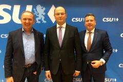 Christian Blüml mit Finanzminister Albert Füracker und  Rainer Mißlbeck bei der CSU Pfakofen