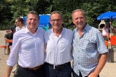 Rainer Mißlbeck - Landratskandidat der CSU, Bürgermeister Johann Thiel unserer Nachbargemeinde Barbing und Bürgermeisterkandidat der CSU Christian Blüml (von links) beim Fischerfest